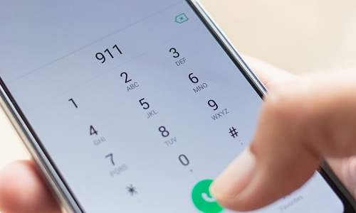 Dialing 911 on smartphone screen